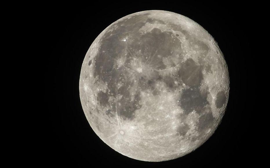 Droit international. À qui appartient la lune ?